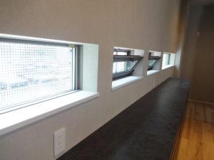 パンチングパネル 住宅 外壁 窓